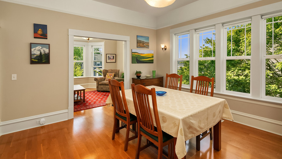 web_19-dining-room-and-living-roomjpg