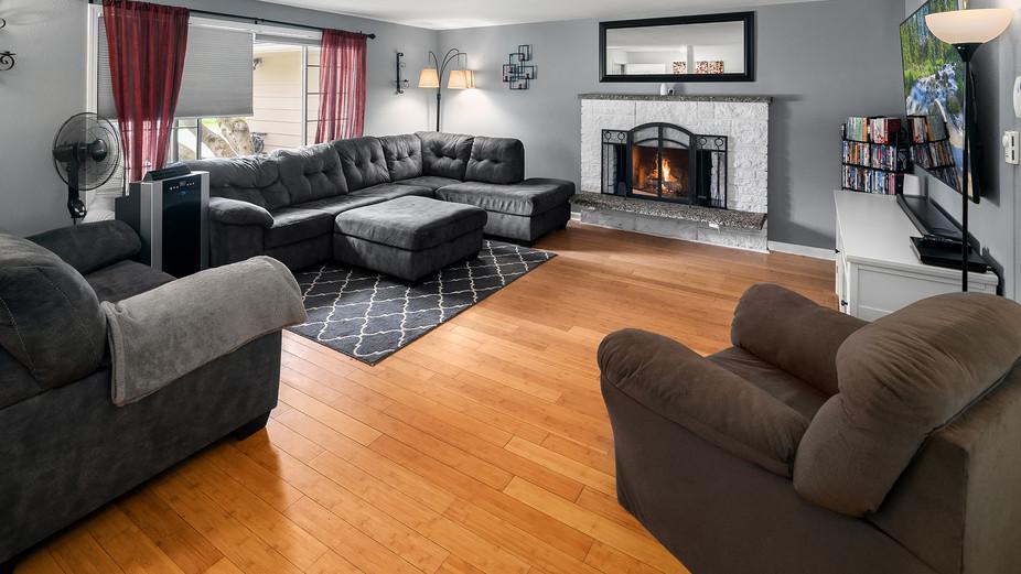 web_01-living-room-with-wood-fireplacej
