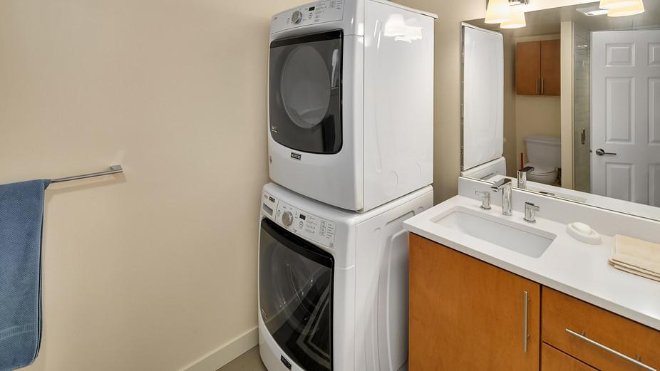 web_29-lower-bath-w-laundryjpg