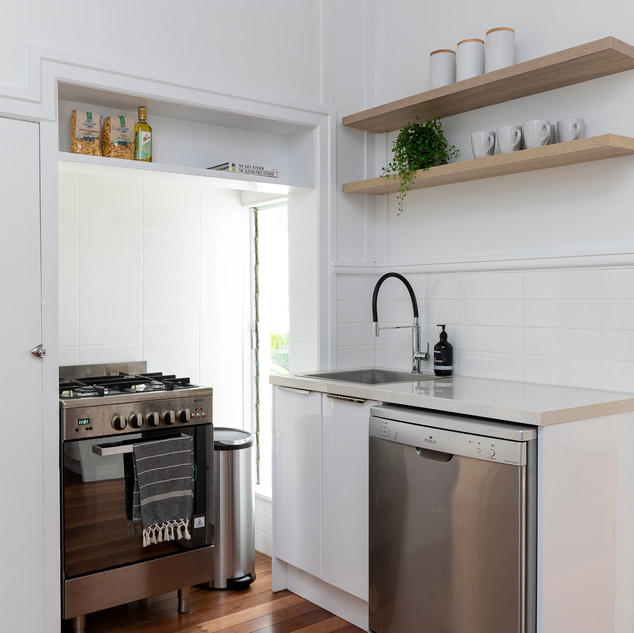 Bardon Airbnb - Kitchen