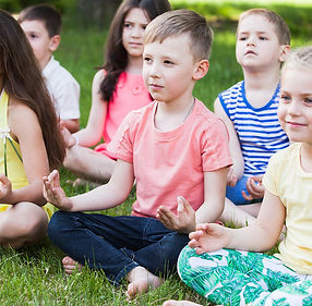 enfants-meditation-C-Andrey_1040x740_Act