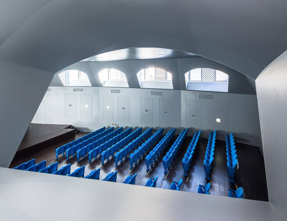 Verdasco Arq_Auditorio azul (5).jpg