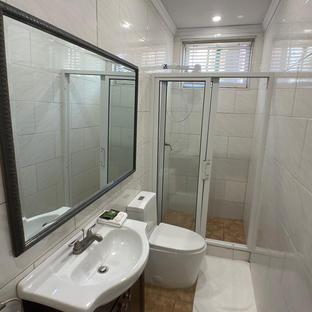 Executive jack/jill bathroom