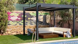 From drab to fab: een zwembad terras geïnspireerd door de street art van Valencia