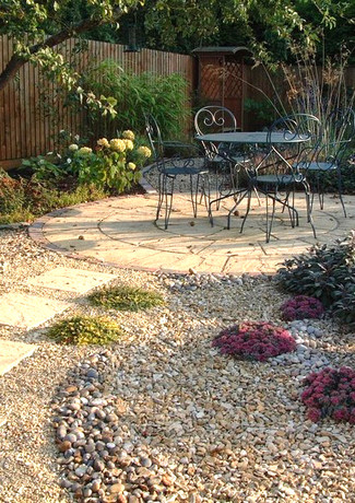 Seashore feel in a gravel garden