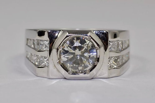 Men's Diamond Ring. 2.80ctw. Set in white gold 14k