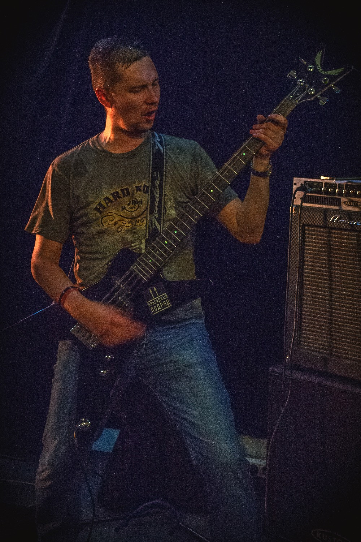 "Басист группы ""Нрав"""