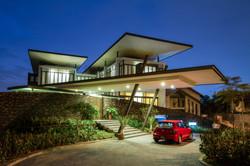 56-villa raja-entry