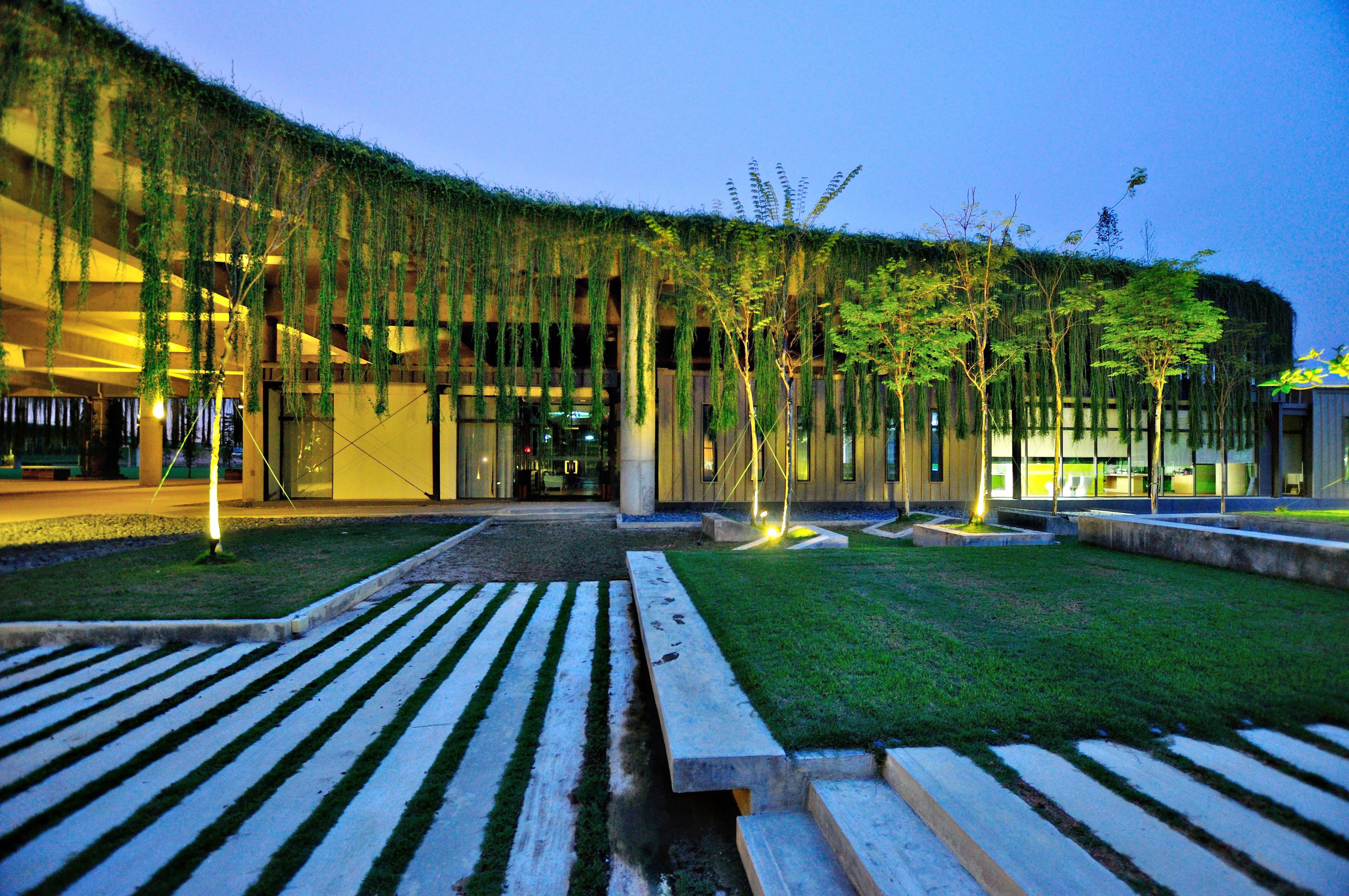 10-rimbayu-courtyard