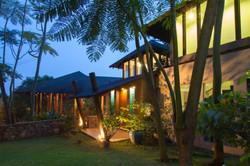 46-Penta Tres -entry garden
