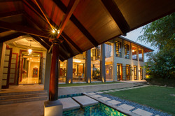 37-villa jaya-entry garden