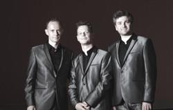 Axis Trio (officiel)