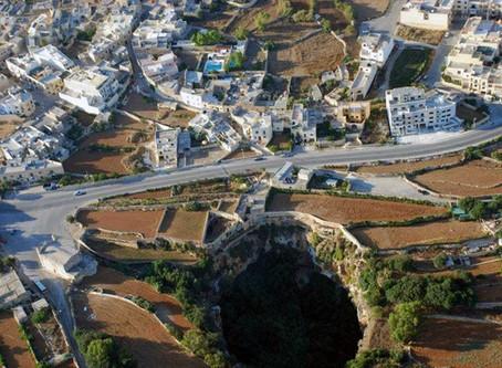 4 Aspects of Malta's Mysterious Sinkhole - il-Maqluba