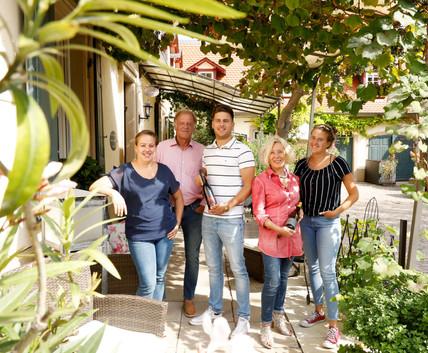 Tochter Christine, Werner und Max Niederauer, Carolin Niederauer und Gastgeberin Barbara Reibold-Niederauer