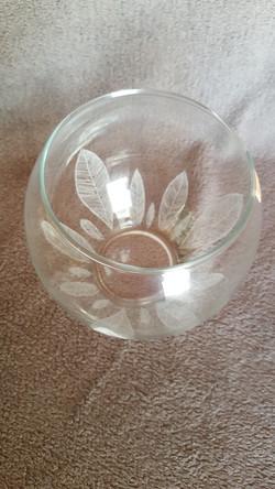 vase boule gravure de feuilles