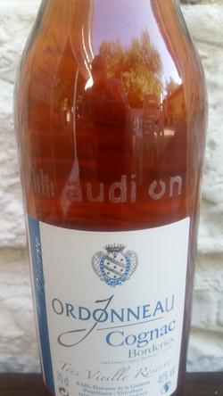 logo sur bouteille de cognac