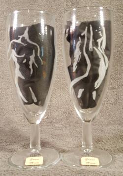 silhouette homme et femme sur flûte