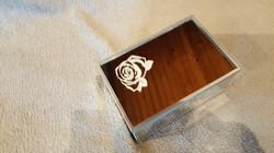 boite a bijoux (rose gravée)
