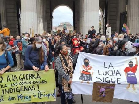 EZLN, CNI y FPDTA en la protesta de la huelga climática en Viena, Austria.