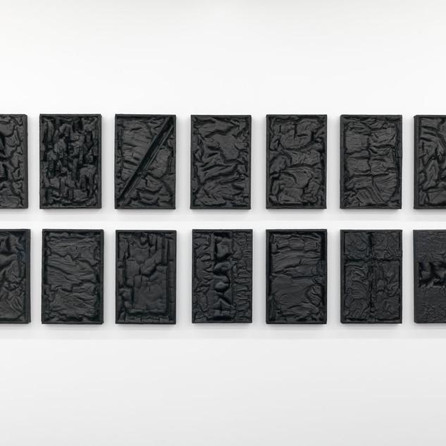 K-SERIE, 2020  Dispersionsfarbe und Tusche auf Holz,  14-teilig je 51 x 32,5 x 6,5 cm