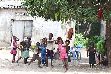遊んでいる子供たち