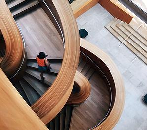扭曲的樓梯