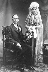 Ida & Ole Frovig wedding 1915.jpg