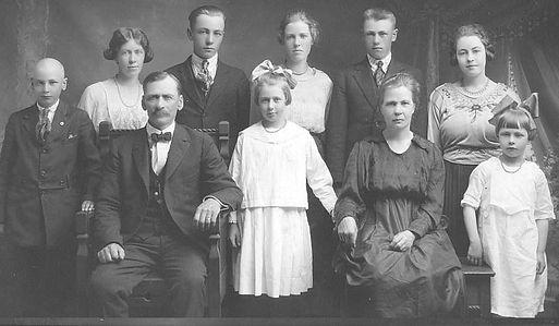 Ole J Rodne family.jpg