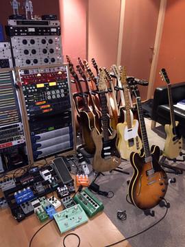Guitarras y algunos pedales / Guitars and pedals