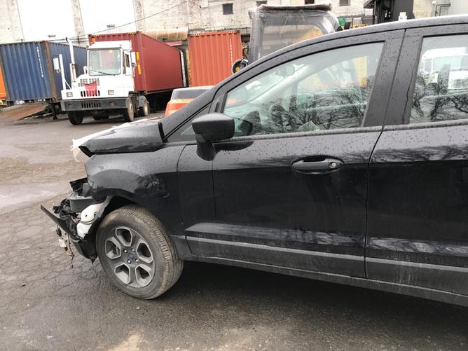 Ford EcoSport Black side