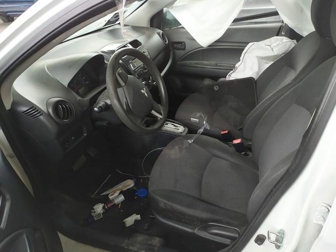 Mitsubishi Mirage -  салон