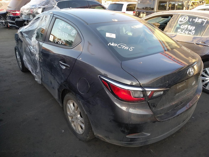Toyota Yaris IA  зад.jpg