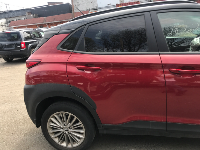 Hyundai Kona - вид сбоку