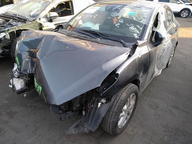 Toyota Yaris IA перед