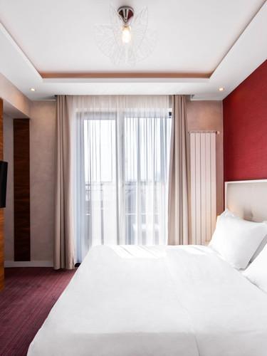 Crystal Suite - Bed