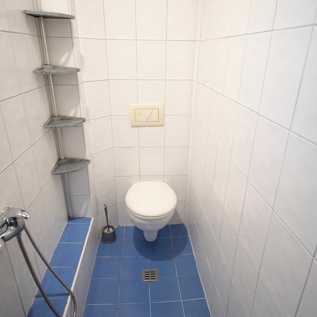 WC s koupelnou v přízemí