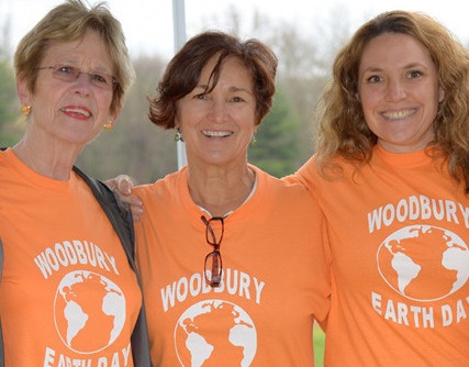 Volunteers Make A Difference At Woodbury Earth Day