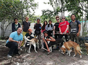 Peru-rescue-centre-volunteers-group.jpg