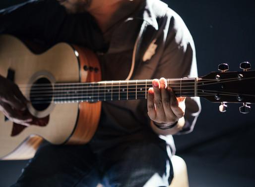 8 Gitarrengriffe, die Du können musst