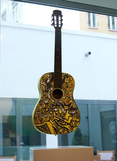 Yellow guitare en expo 2