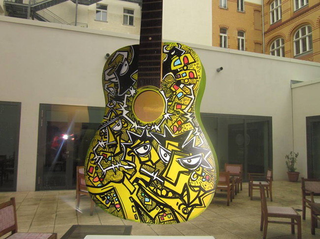 yellow guitare en expo