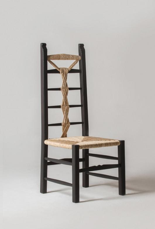 lia-chair-side2.jpg