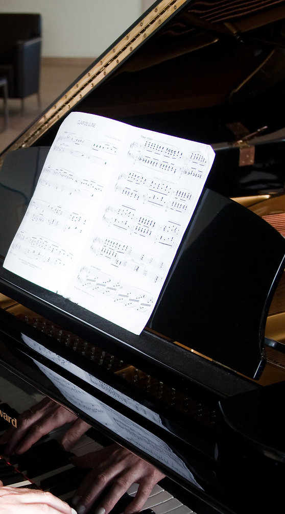 Wedding Pianist plays Clair de Lune on black grand piano