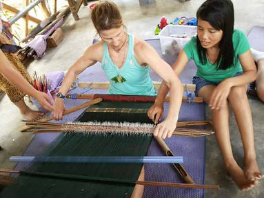 tourist-learn-sarong-weave-making.jpg