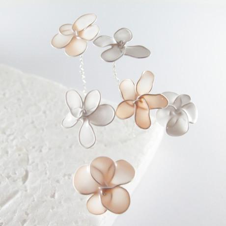 Verspielter Blumenschmuck aus Nagellack