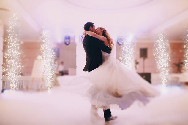 passionate-newlyweds-dancing.jpg