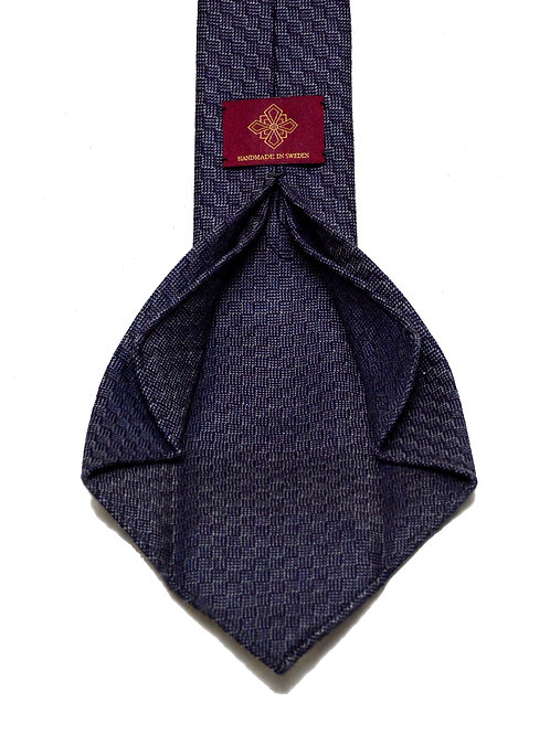 Purple handrolled 7-fold tie made of pure wool woven in the UK