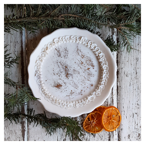 Round Ruffled Ring Dish with Gold
