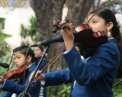 Mariachi-Torres-violin-at-LCS.jpg