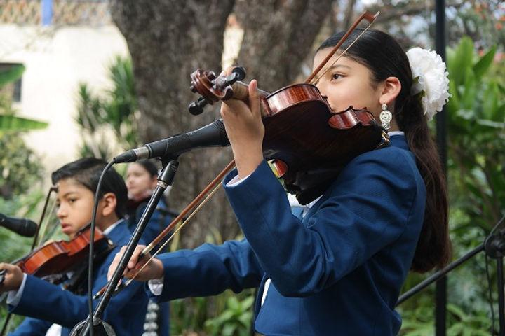 Mariachi-Torres-violin-at-LCS.jpg